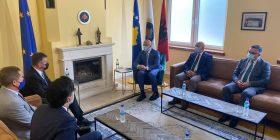 Lajçak takohet me liderin e AAK-së