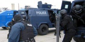 Protestuesit serbë kërcënojnë policët e Kosovës: A jeni përshëndet me t'shpisë, kanë me kukatë nanat tuaja (Video)