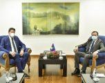 Kurti takohet me Shefin e Misionit të Vëzhgimit të Zgjedhjeve nga BE, flasin për procesin zgjedhor