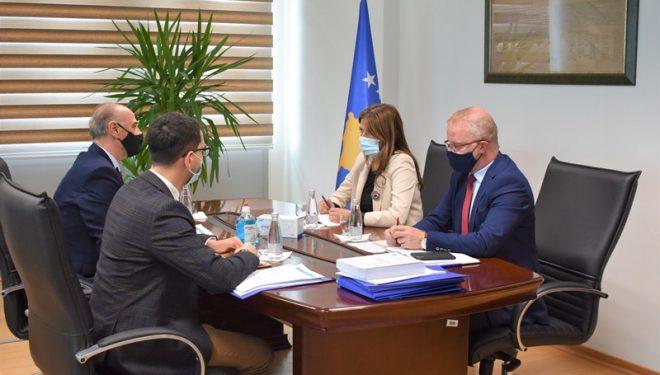 Ministrja Haxhiu takoi Kryesuesin e Këshillit Gjyqësor të Kosovës dhe atë Prokurorial
