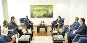 Kryeministri Kurti zhvillon takim lamtumirës me ambasadorin Kosnett