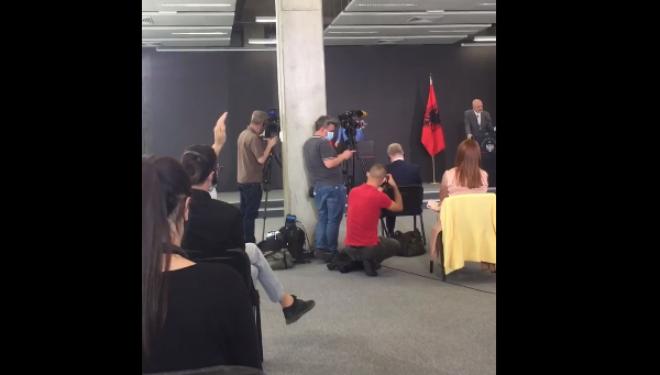 Federata Evropiane e Gazetarëve i reagon Ramës pasi nuk i lejoi gazetarët e Kosovës t'i bënin pyetje Merkelit