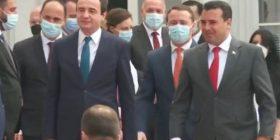 Bashkëshorti i presidentes Vjosa Osmani shoqëron Kurtin në Shkup