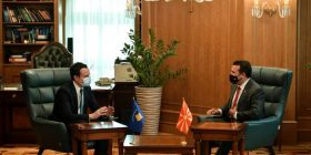 Kosova dhe Maqedonia e Veriut nënshkruajnë 11 marrëveshje