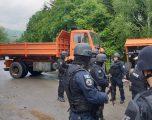 Largohet edhe kamioni i dytë nga barikada në Bërnjak