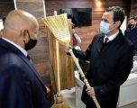 """Kurti """"teston"""" fshesat në Ferizaj, thotë se do të mbështeten prodhuesit vendorë"""
